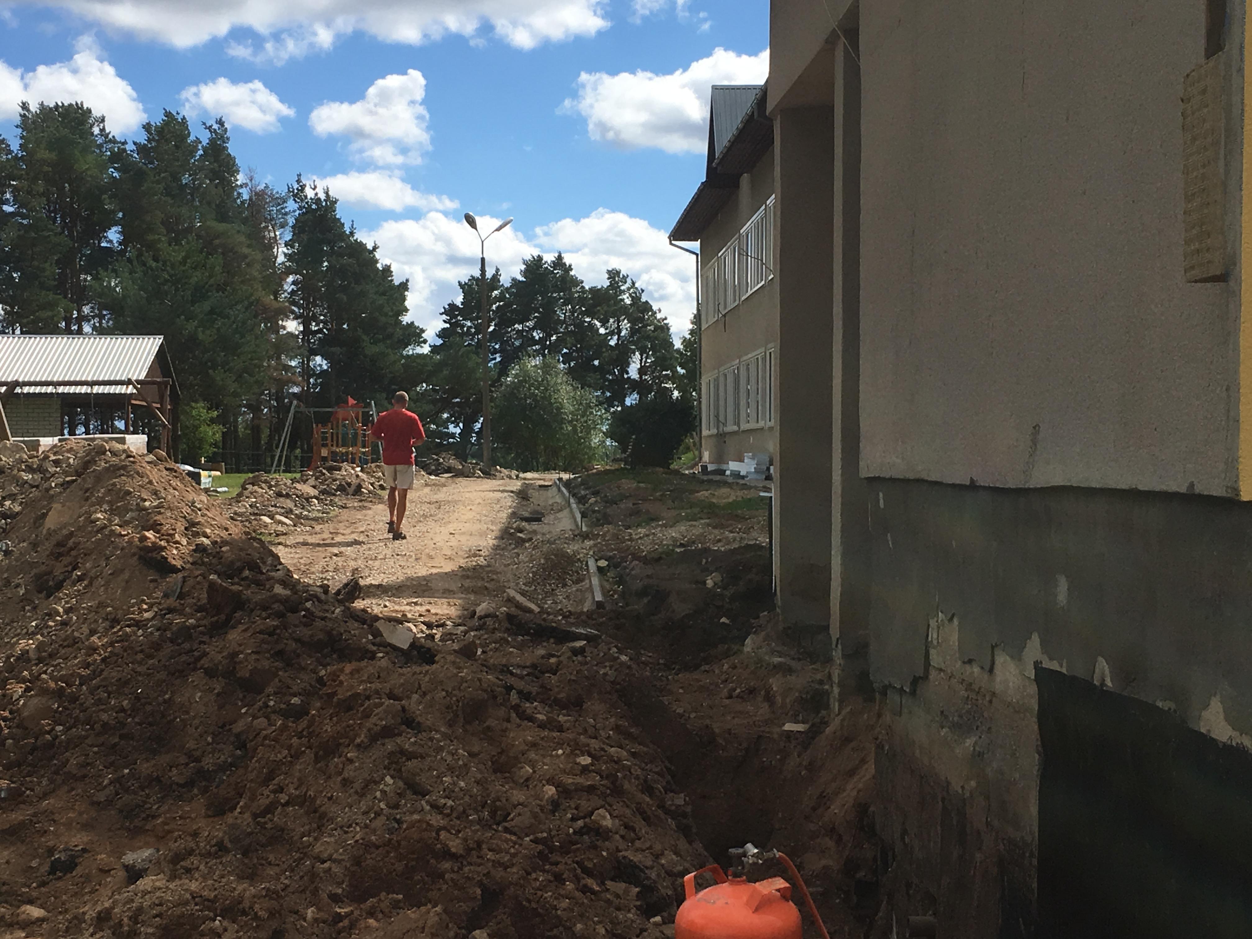 Männimäe lastaia soklite renoveerimine, tänavakivi ja asfalti paigaldus Viljandis